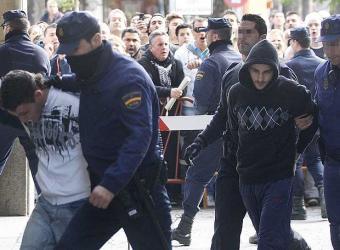 los dos detenidos llevados a la carcel