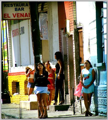 lenocinio significado prostitutas en navalcarnero