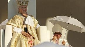 El peligroso laicista Zapatero tiende una alfombra dorada al Papa